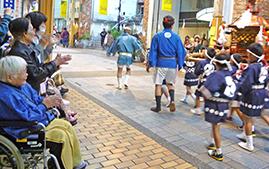 商店街の子供神輿